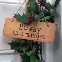Geordie Christmas Sign - Howay in a Manger