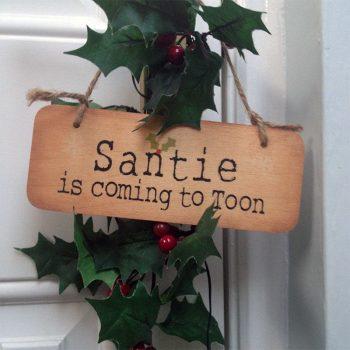 Geordie Christmas Sign - Santie is Coming to Toon